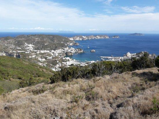Ponza Island, Italy: si scende a valle