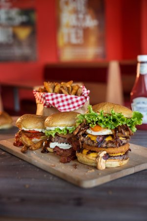 Cucina Americana ingredienti locali - Picture of Monster Burger ...