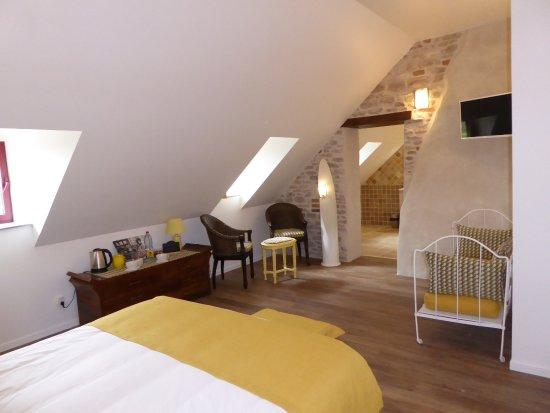 Saint-Loup-Geanges, France: Chambre 'Chardonnay'