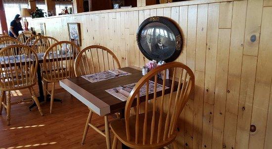Salle manger picture of restaurant chez jean baptiste louiseville tripadvisor for Salle a manger jean