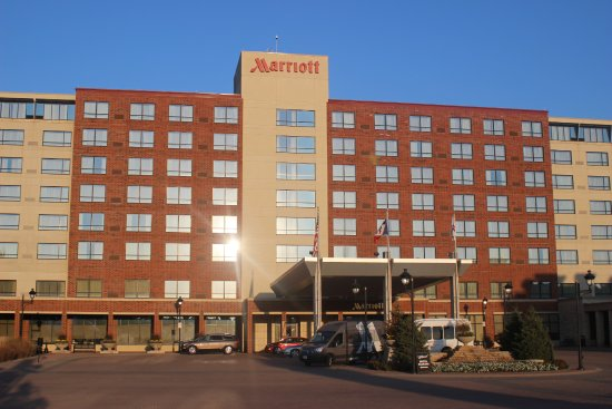 front entrance picture of coralville marriott hotel. Black Bedroom Furniture Sets. Home Design Ideas
