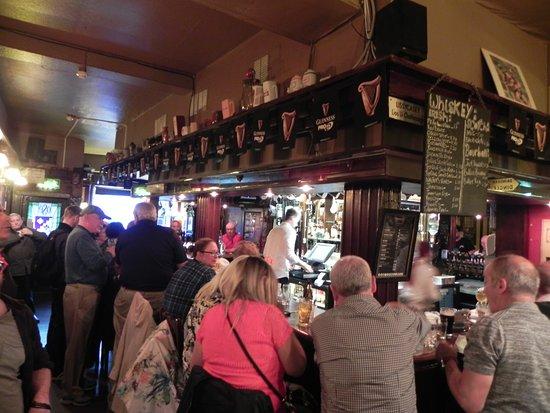 O Shea's: bar