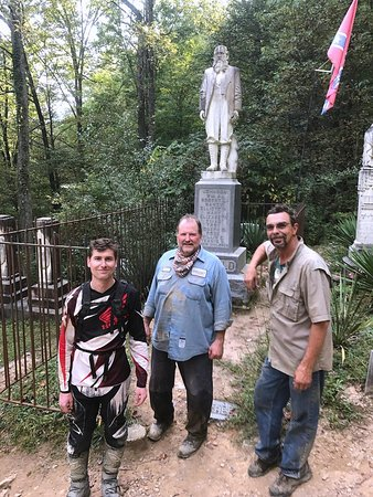 Gilbert, WV: Old cemetery in Hatfield McCoy trails