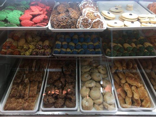 Raritan, NJ: Italian Bakery