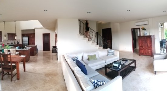 Red Frog Beach Island Resort: bottom floor with kitchen, dining, living and entrance