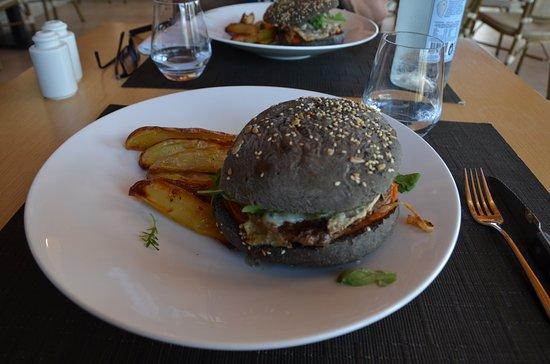 Dolcemare : Burger à la tome corse et son pain noir