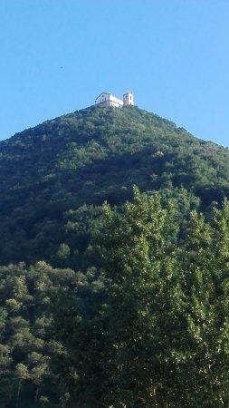 Montella, Italie: vista dal basso del monte