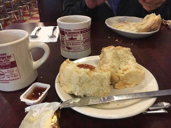 Hot Biscuit Diner: Cute diner!