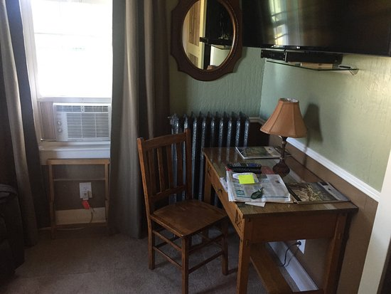 Terry, MT: Desk in room - note air conditioner