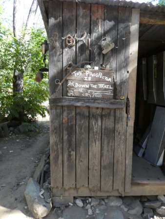 Jamestown, CA: gold panning hut