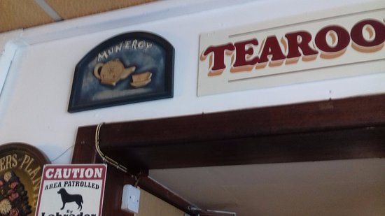 Muneroy: Name of the cafe