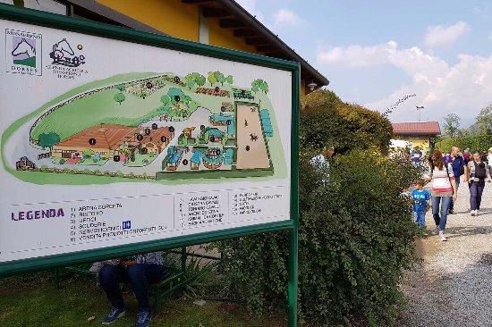 Imbersago, Italia: L'ingresso del Monsereno Horses