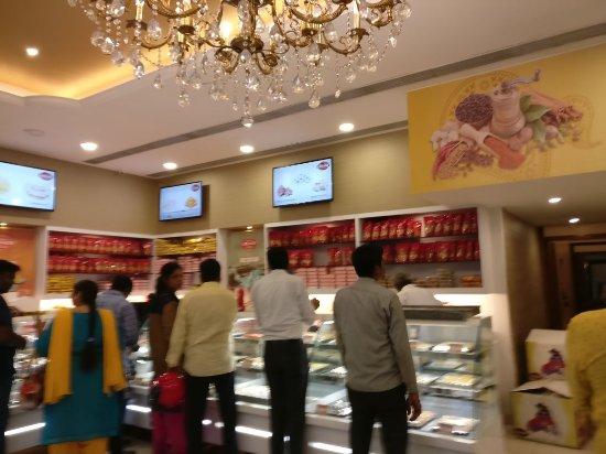 Hot Food Restaurant In Kilpauk