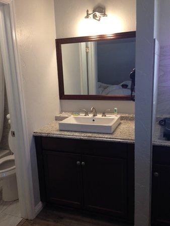 Budget Host Sierra Inn: Bath