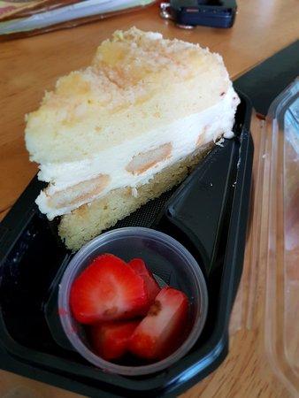 The Cheesecake Factory: Lemonchello torte cake