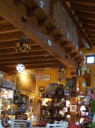 Ruente, Spanje: Esta es la entrada del local, muy acogedor.