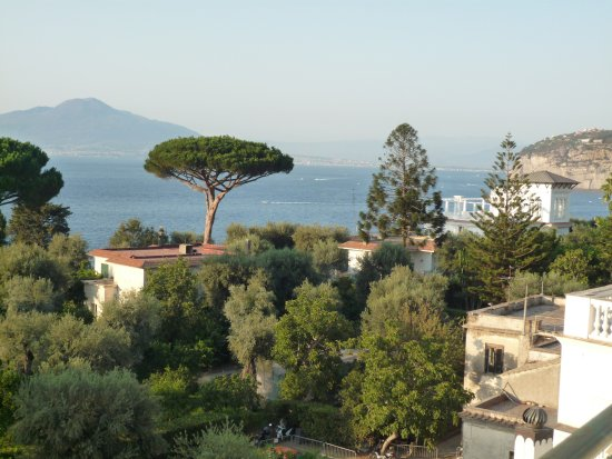Carlton International Hotel: View from our balcony on 4th floor oceanfront.....Mt Vesuvius