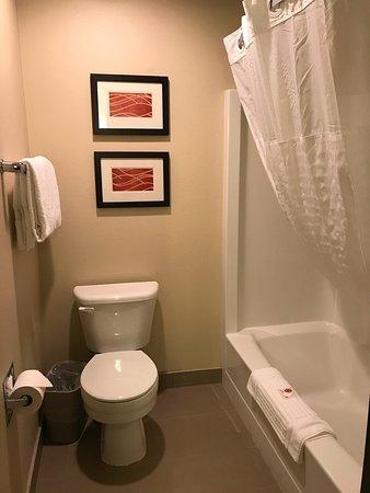 Spokane Valley, WA: Bathroom