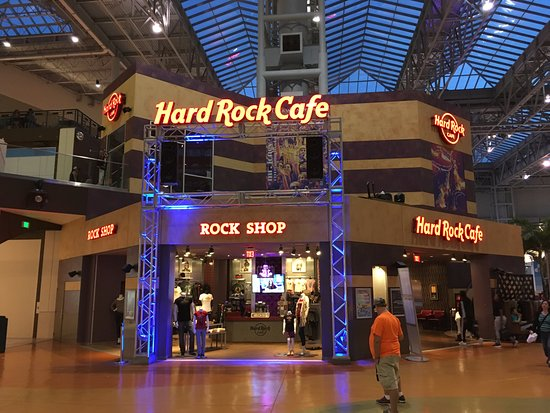 Hard Rock Cafe Mall of America: Where's the guitar?
