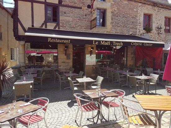 Malestroit, France: Terrasse au coeur de la cité médièvale