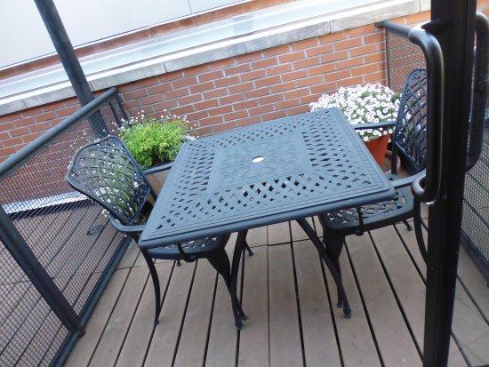 Hampton Inn Manhattan-Seaport-Financial District: Small patio outside of room