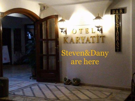 Karyatit Hotel: entry