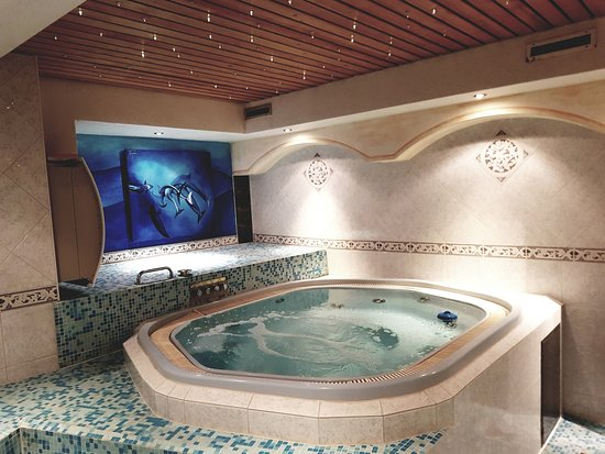 Typically Swiss Hotel Taescherhof : Whirlpool