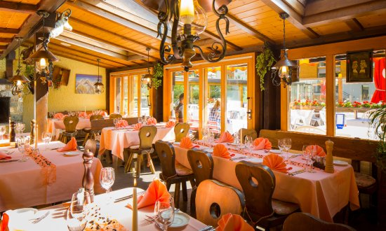 Typically Swiss Hotel Taescherhof : Public Restaurant