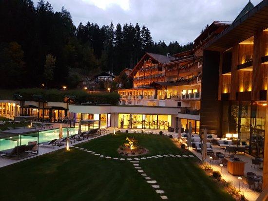 Alpine Spa Resort Viktoria: 20170929_191724_large.jpg