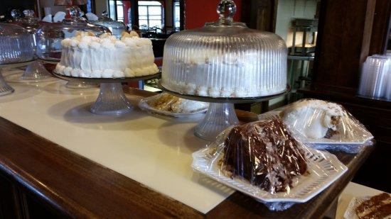 Portland, TN: Fresh Cake Choice 2