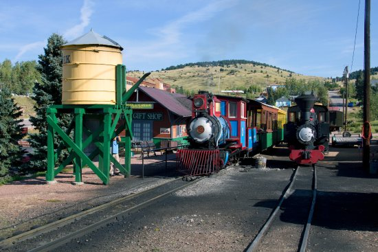 Cripple Creek & Victor Narrow Gauge Railroad: View of the train and staion