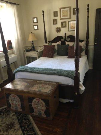 1777 Americana Inn Bed & Breakfast: photo1.jpg