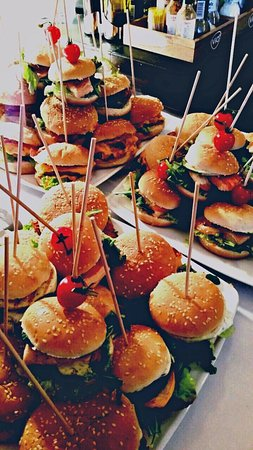 Weilburg, Germany: Burgerplatte bei einer Veranstaltung