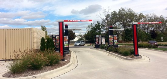 Carpentersville, IL: dual lane drive-thru at Burger King
