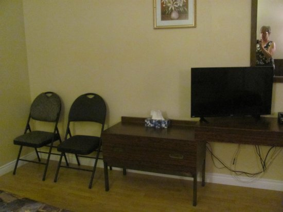 Carbonear, Canada: More chairs, flat screen TV