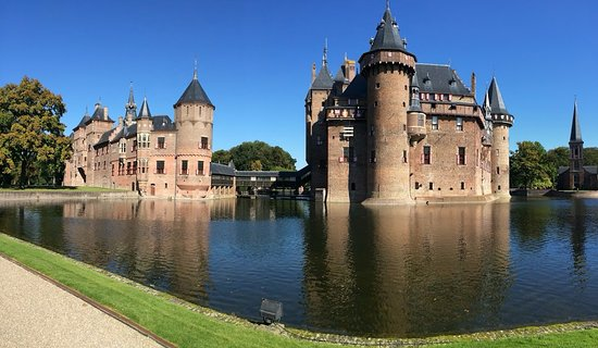 Haarzuilens, The Netherlands: Panorámica del castillo y el lago
