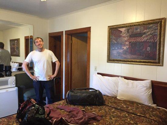 Hillside Motel: photo1.jpg