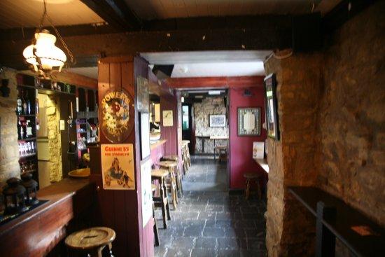 Dungarvan, Irlanda: The Long Bar