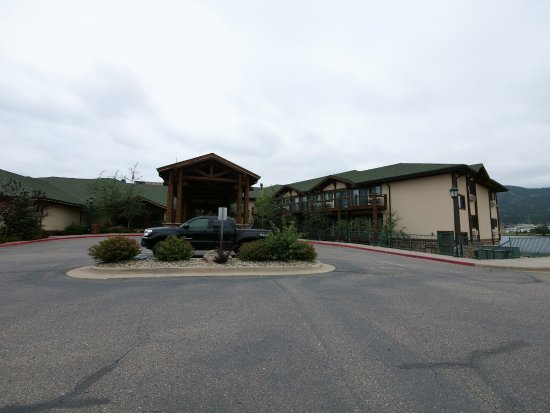The Estes Park Resort: Frontdoor of the hotel with reception