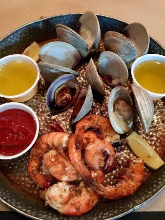 Dock Street Oyster Bar: Fun 1st night dinner in Wilmington