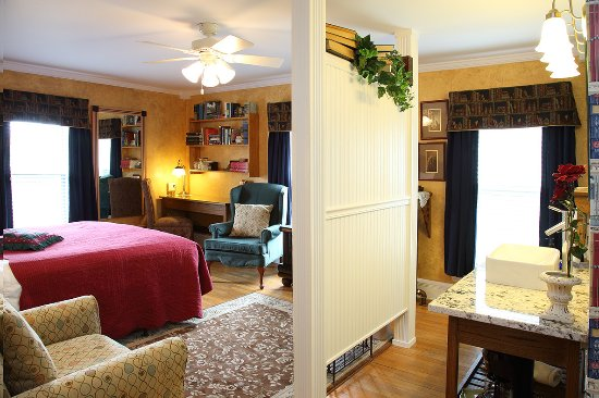 Westby, WI: Library Room located in Main House
