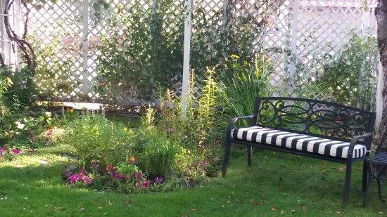 Garden Wall Inn Picture
