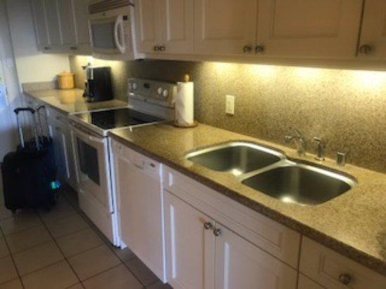 Napili Kai Beach Resort: Full kitchen in studio room