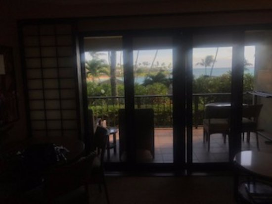 Napili Kai Beach Resort: Terrible photo but shows ocean view from inside room