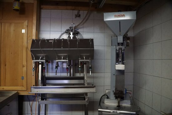 Saint Pierre d'Orleans, Canada: Bottling and corking machines