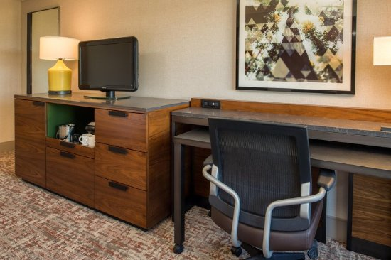 DoubleTree by Hilton San Francisco Airport: Room Amenities