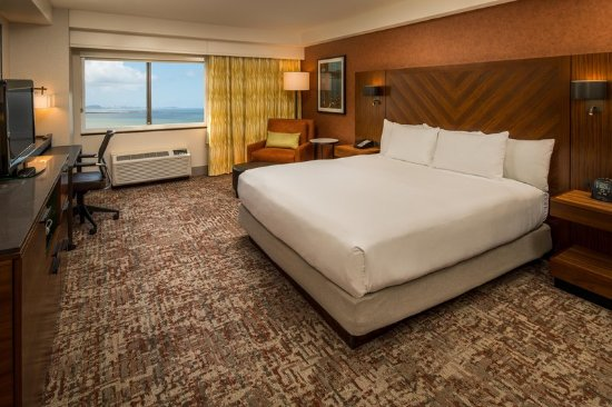 DoubleTree by Hilton San Francisco Airport: King Bed Bay View