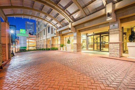 Holiday Inn Baltimore-Inner Harbor: Holiday Inn Inner Harbor Downtown Baltimore Entrance