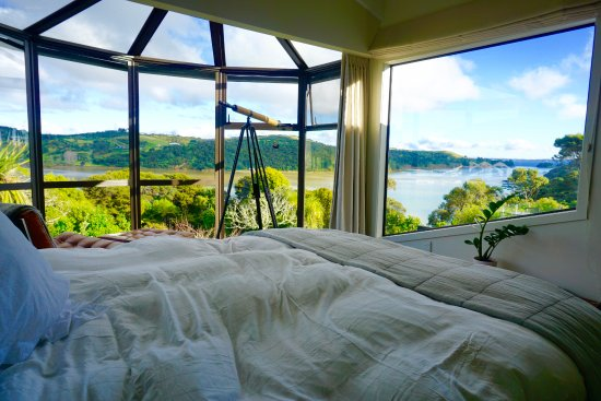 Le Chalet Waiheke Apartments: The Guest Room
