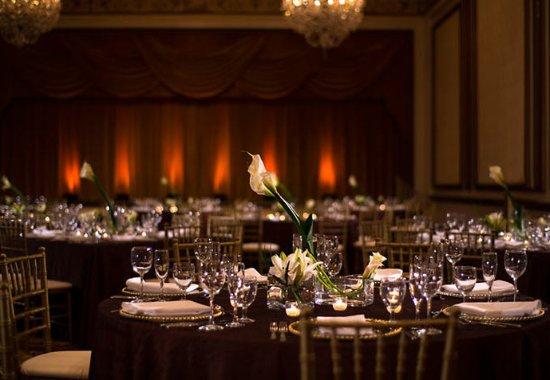 Renaissance Cleveland Hotel : Gold Ballroom – Wedding Setup